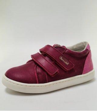 Zapato Casual en piel color magenta con doble cierre en velcro