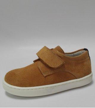 Zapato Casual de piel en color camel y cierre de velcro